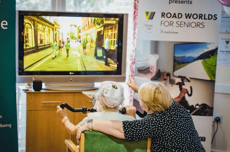 ノルウェーのテック系スタートアップ「Motitech」が開発した、高齢者向けのバーチャルサイクリング「Motiview」の実際の利用シーン